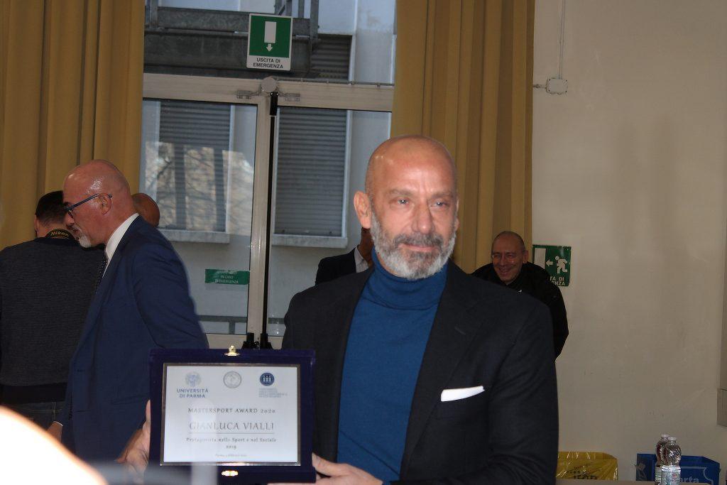 Gianluca Vialli ritira premio Master Sport Award 2020 università di Parma